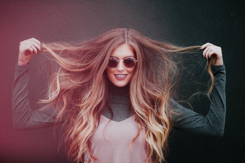 jak zrobić fale na włosach